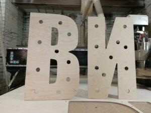 буквы с лампочками