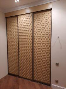 Встроенный шкаф с ажурными дверями