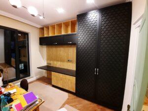 Шкаф с ажурными дверями