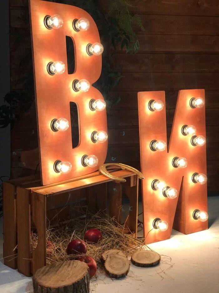 Буквы с лампами - ретро буквы